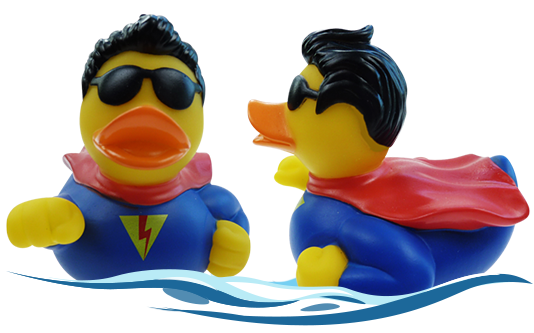 Badeente im Superman Outfit